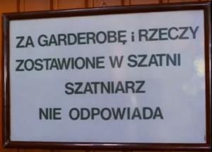 """Odpowiedzialność za rzeczy pozostawione w lokalu - kadr z filmu """"Miś"""", reż. S. Bareja"""